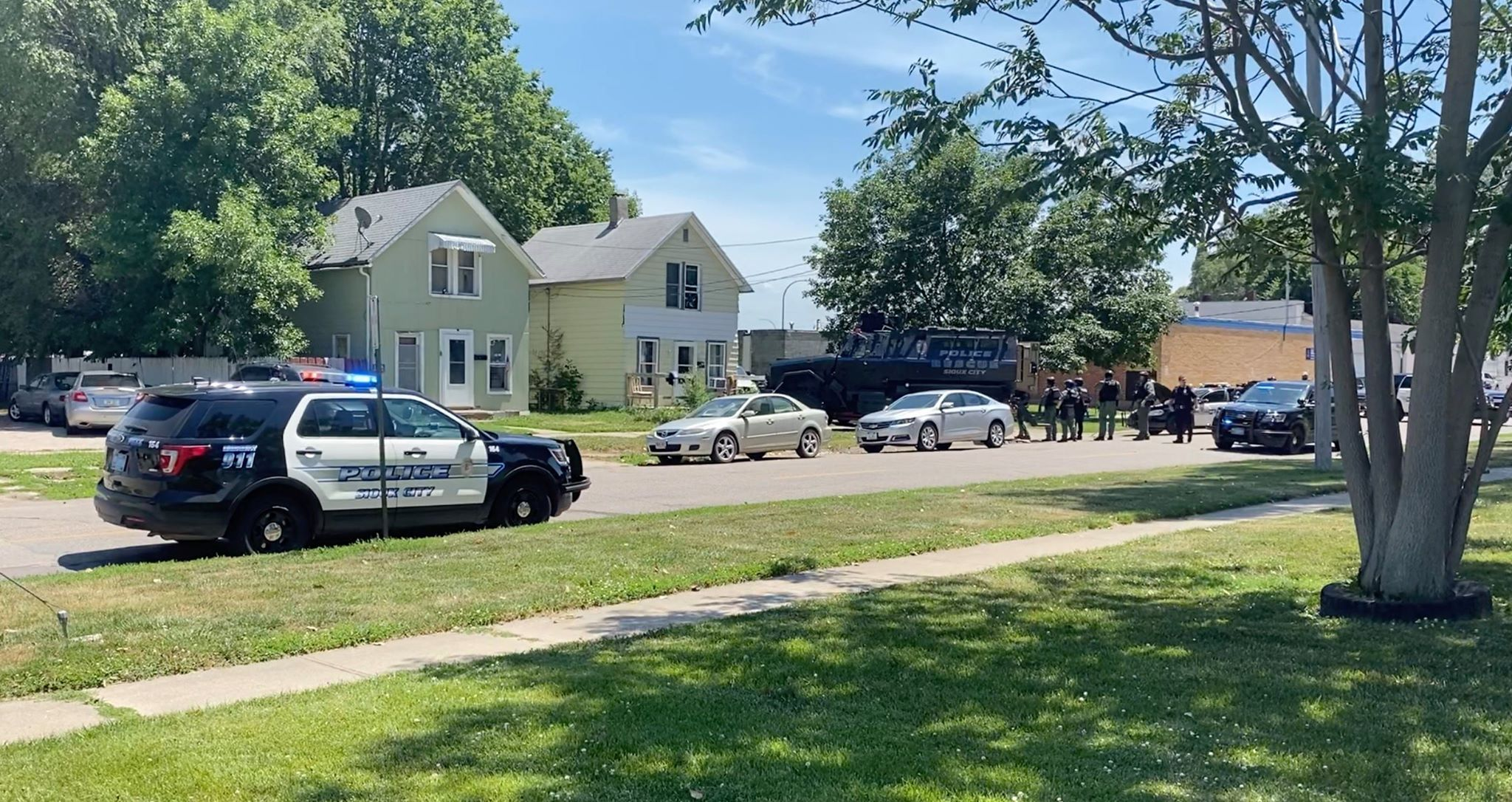 US Marshals and Sioux City Police Serve Search Warrant on Center Street House