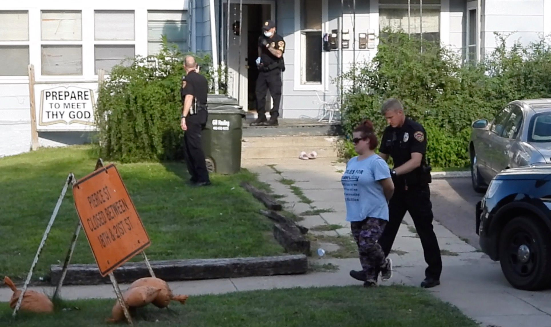 Woman arrested and another sent to hospital after neighborhood dispute on Douglas St in Sioux City
